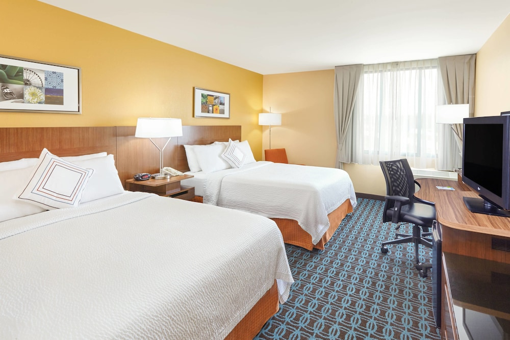 Room, Fairfield Inn & Suites by Marriott Lombard