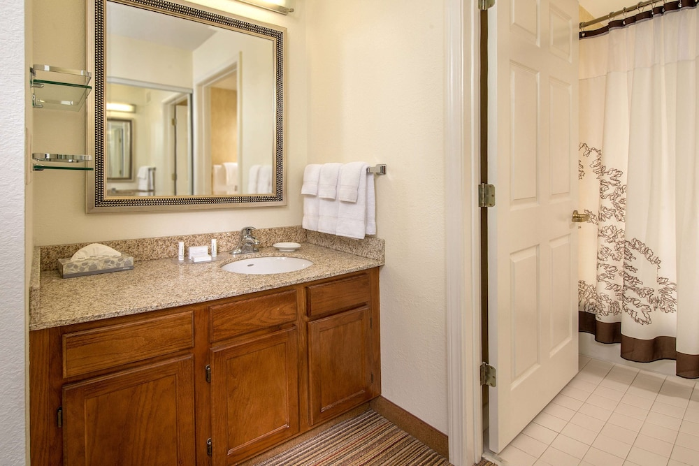 Bathroom, Sonesta ES Suites Charleston