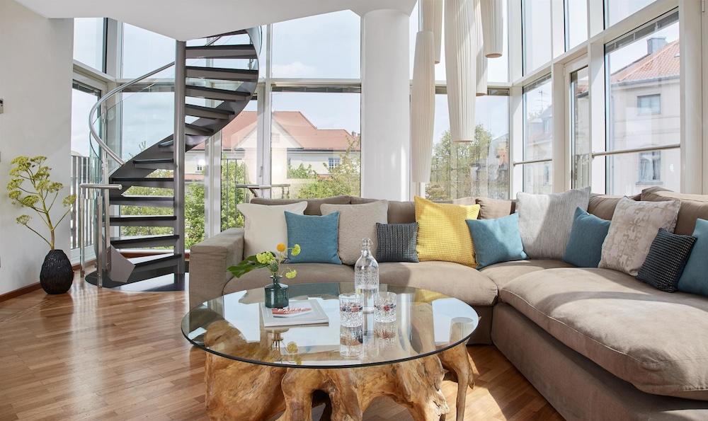 living hotel prinzessin elisabeth by derag in munich. Black Bedroom Furniture Sets. Home Design Ideas