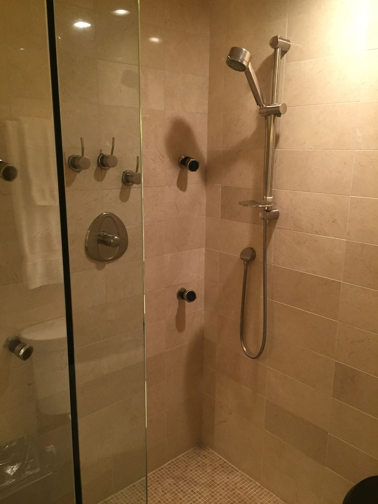Bathroom Shower, Le Nouvel Hotel