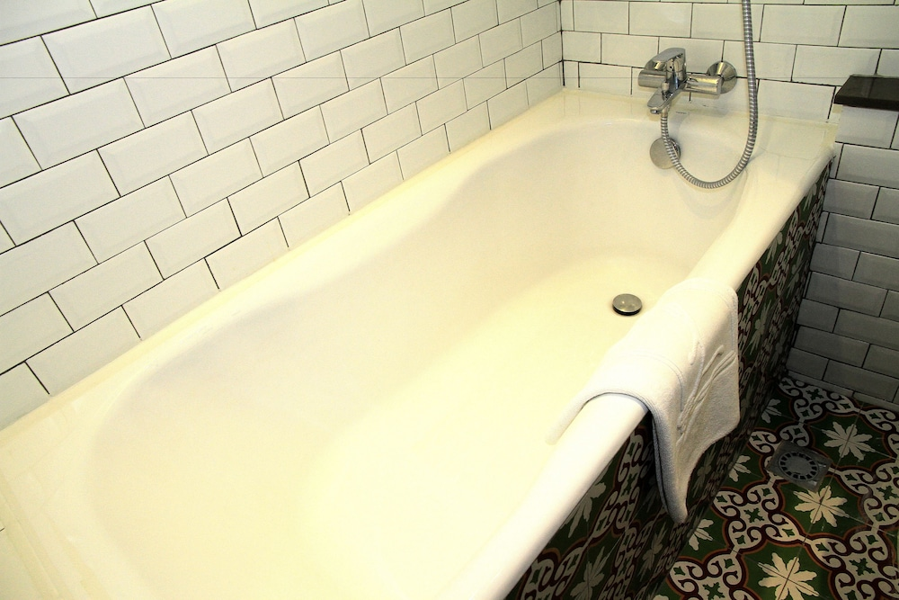 Deep Soaking Bathtub, Largos Hotel