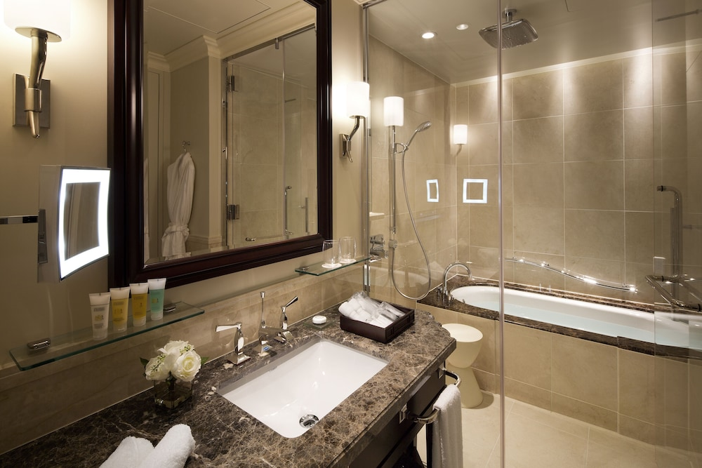 Bathroom, The Tokyo Station Hotel