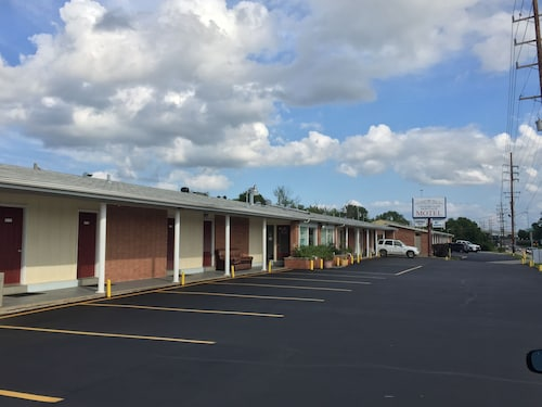 Great Place to stay Crossroads Heritage Motel near Wentzville