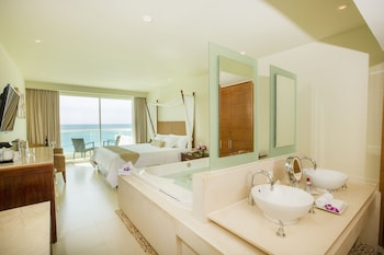 Deluxe Room, Jetted Tub, Ocean View - Guestroom