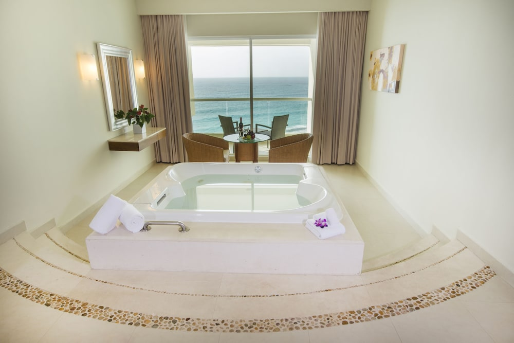 Jetted Tub, Sun Palace Couples Only All Inclusive