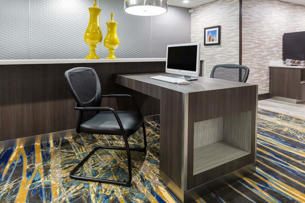 Business Center, Wingate by Wyndham Dallas Love Field