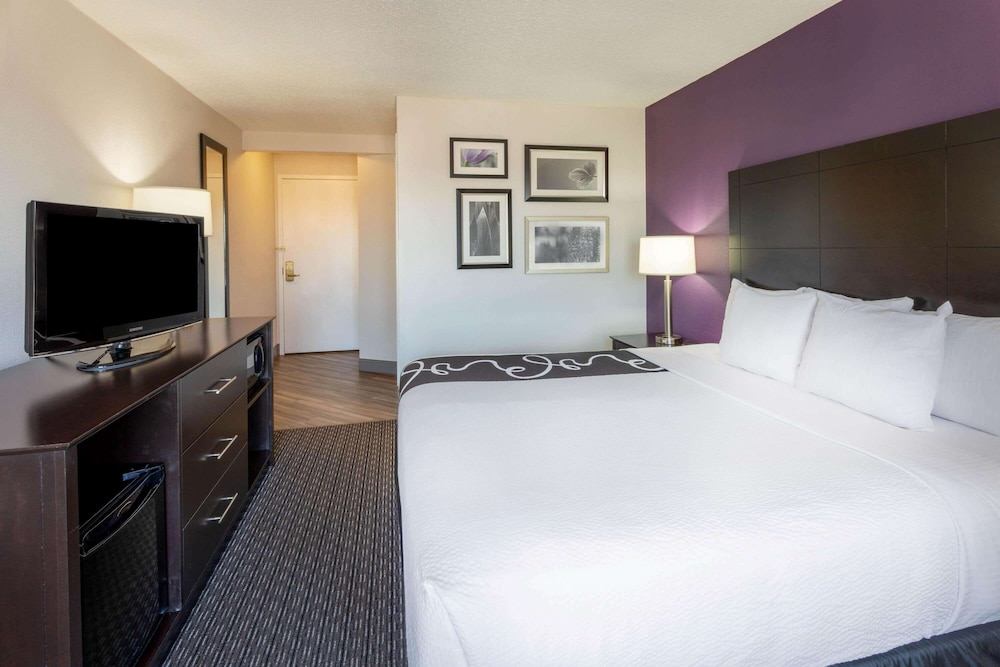 Room, La Quinta Inn & Suites by Wyndham Minneapolis Bloomington W