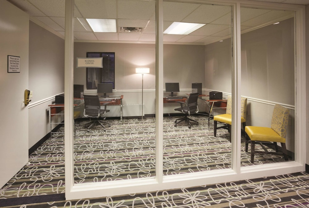 Business Center, La Quinta Inn & Suites by Wyndham Minneapolis Bloomington W