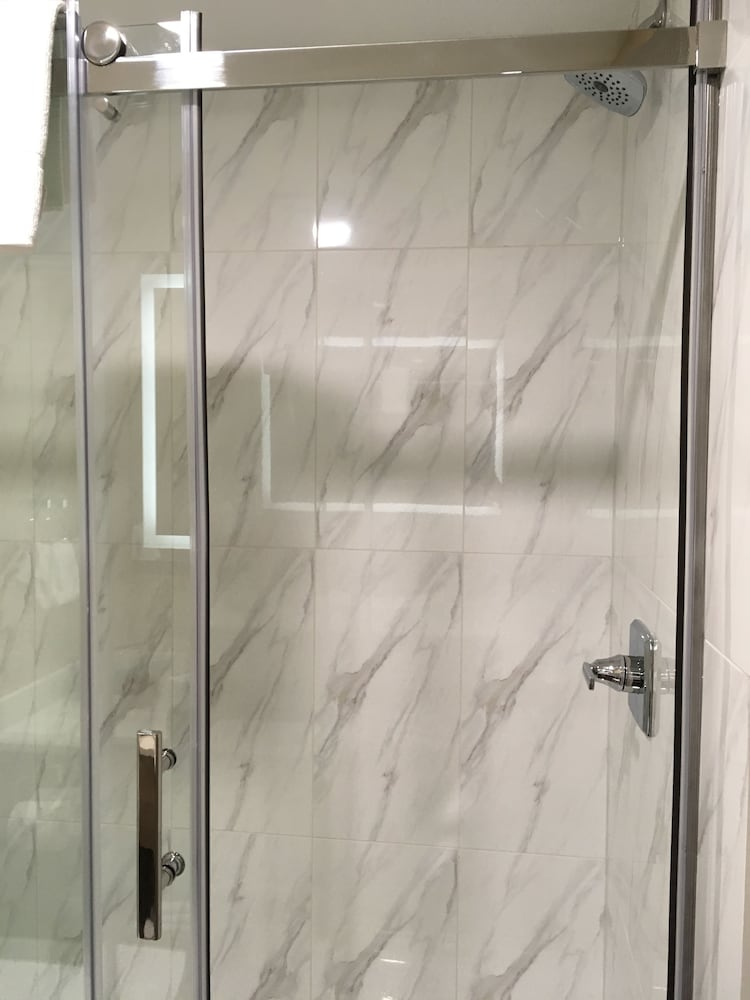 Bathroom Shower, Baymont by Wyndham Medicine Hat
