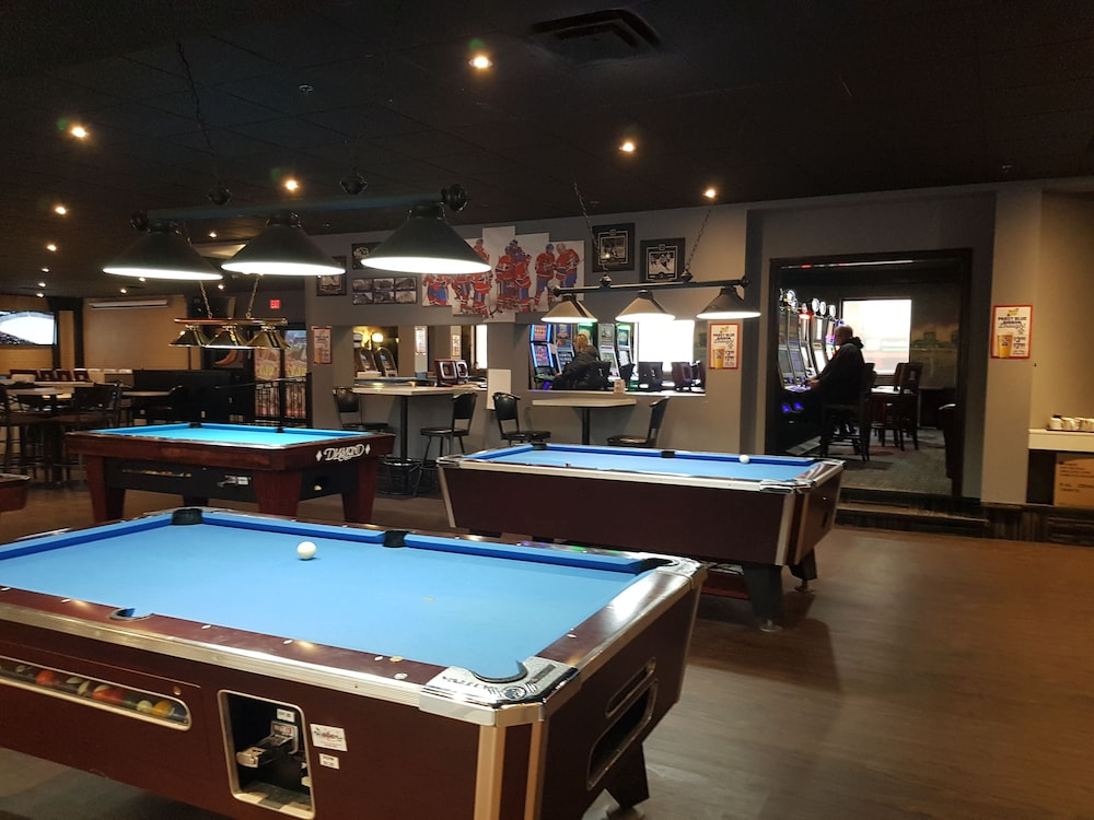 Billiards, Baymont by Wyndham Medicine Hat