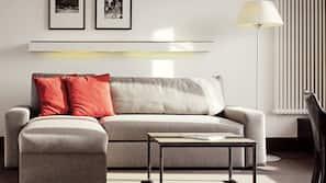 Sengetøy av topp kvalitet, minibar, safe på rommet og skrivebord