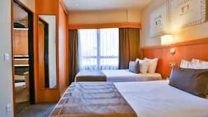 高級寢具、保險箱、窗簾、免費 Wi-Fi