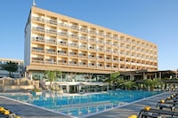 Crowne Plaza Limassol (2 of 57)