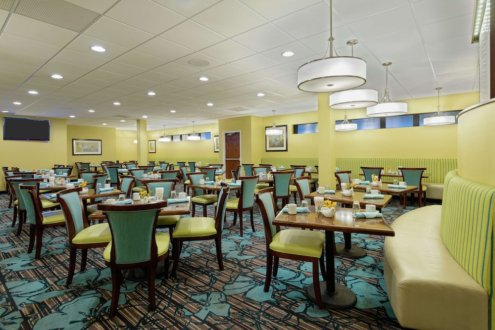 Restaurant, Doubletree by Hilton Richmond-Midlothian
