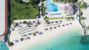 Privat strand, gratis strandtelt, solsenger og strandhåndklær