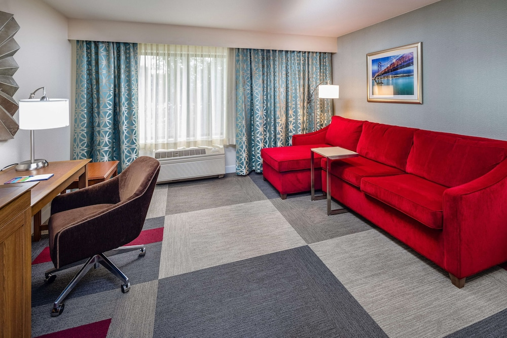 Living Area, Hampton Inn San Francisco Airport