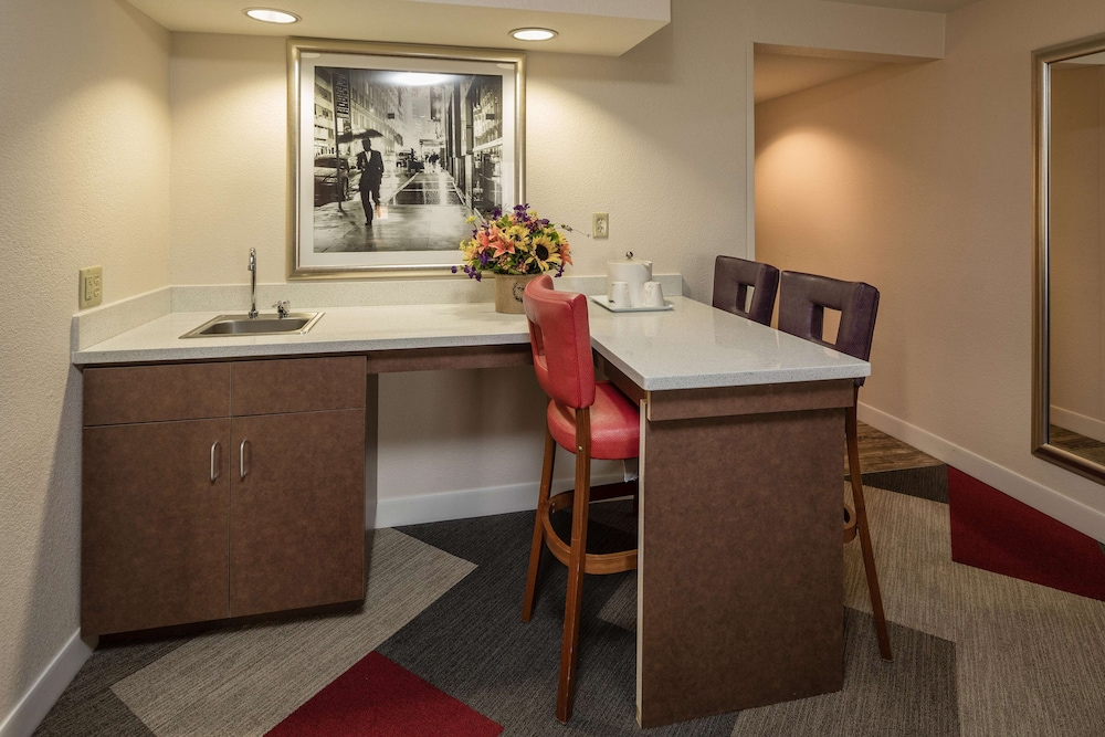 Private Kitchen, Hampton Inn San Francisco Airport