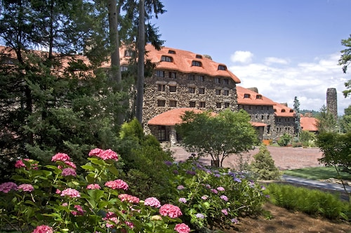 Great Place to stay The Omni Grove Park Inn near Asheville