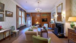 高級寢具、迷你吧贈品、房內夾萬、設計自成一格