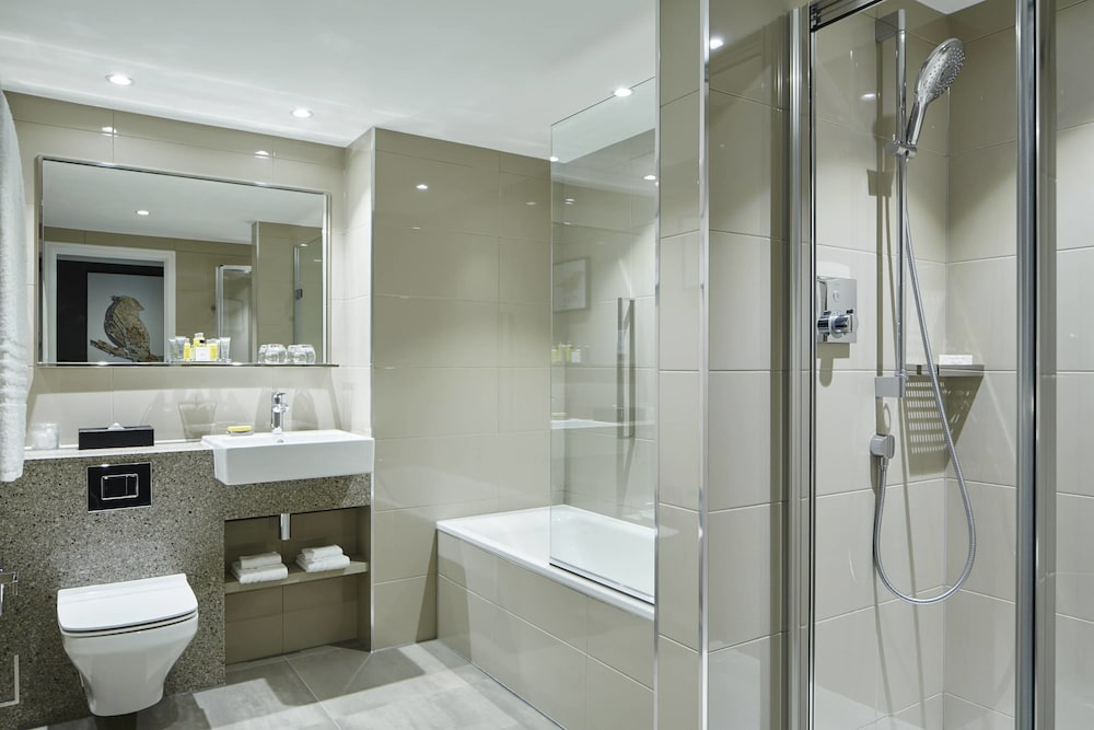 Bathroom, London Heathrow Marriott Hotel