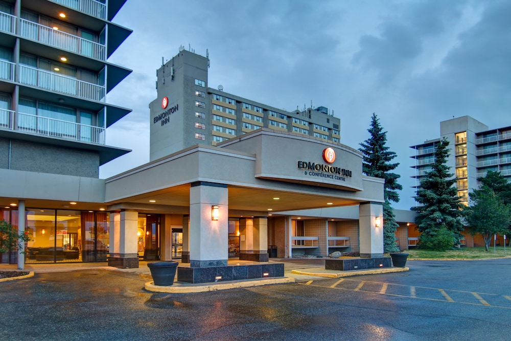 Front of Property - Evening/Night, Edmonton Inn and Conference Centre