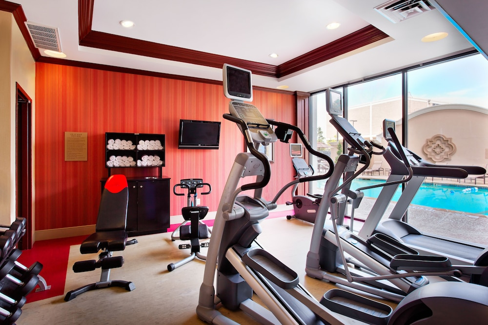 Fitness Facility, Holiday Inn Dallas Market Center