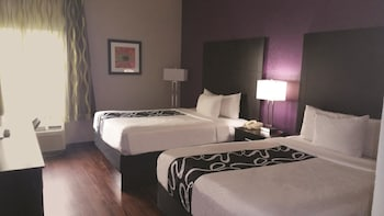 Deluxe Room, 2 Queen Beds - Guestroom