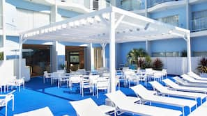 Outdoor pool, open 9:00 AM to 11:00 PM, pool loungers