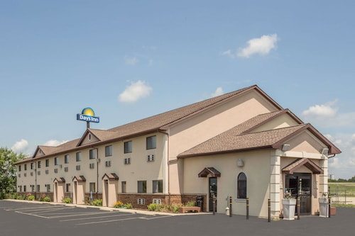 Days Inn by Wyndham Le Roy/Bloomington Southeast