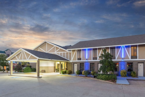 Super 8 by Wyndham Bentonville