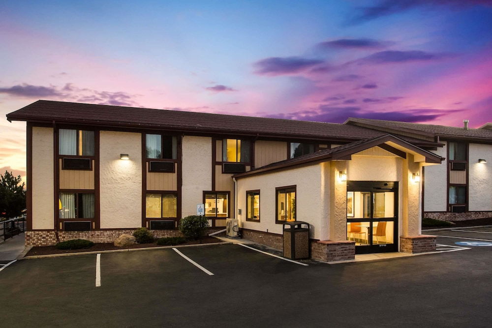 Front of Property - Evening/Night, Super 8 by Wyndham Flagstaff