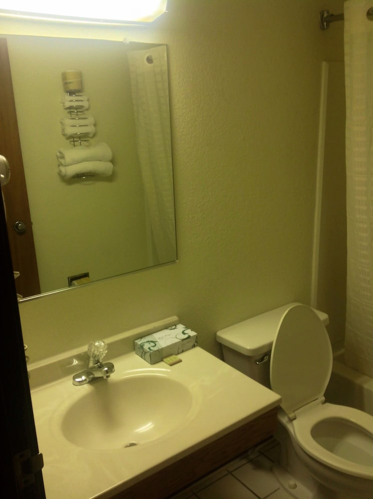 Bathroom, Super 8 by Wyndham Augusta/Ft Gordon Area