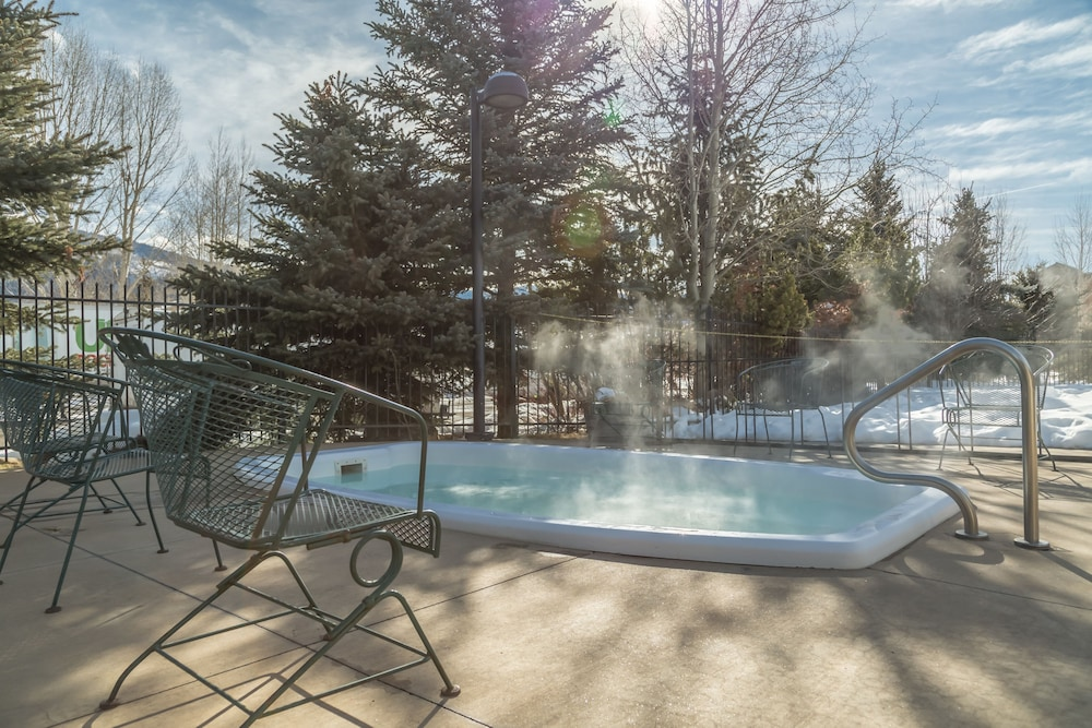 Outdoor Spa Tub, Steamboat Hotel