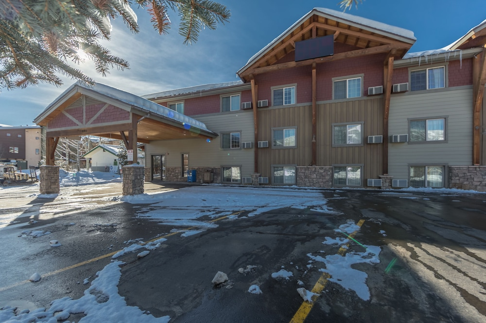 Front of Property, Steamboat Hotel