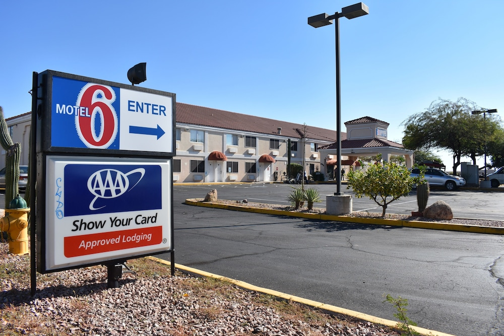 Motel Apache Junction Room Prices Deals Reviews Expedia - Apache junction car show