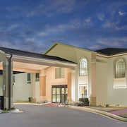 Super 8 by Wyndham Dawsonville