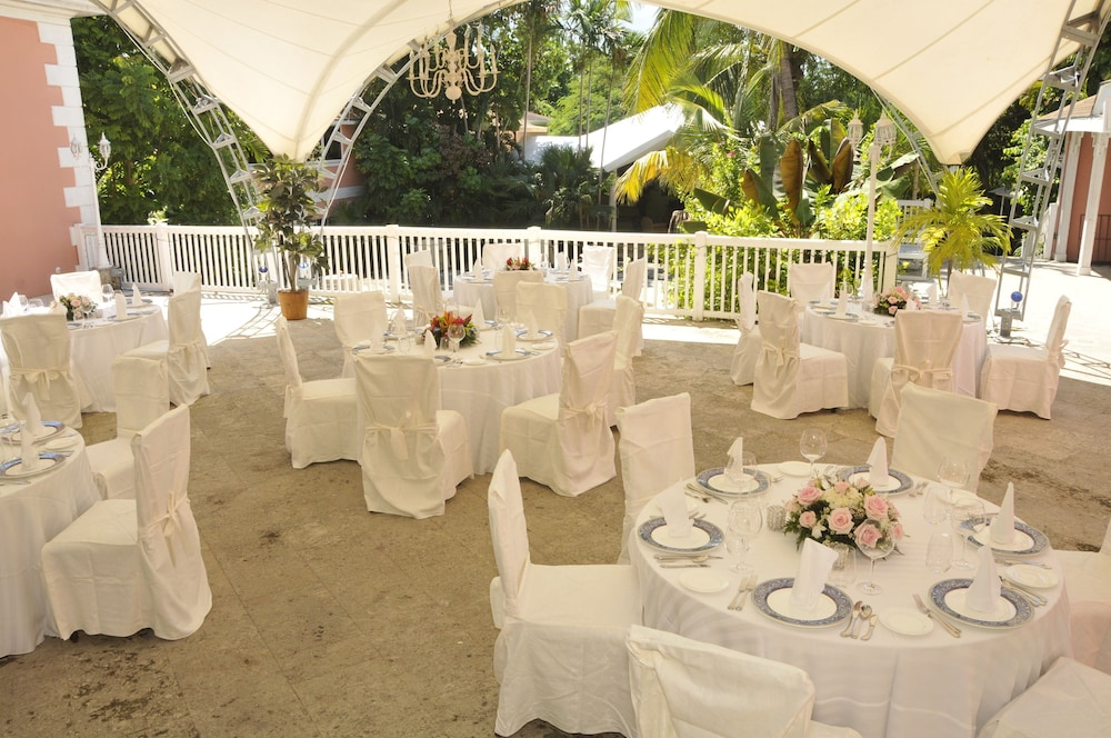 Outdoor Banquet Area, Graycliff Hotel And Restaurant