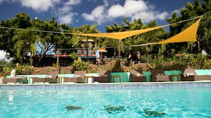 4 outdoor pools, open 7:00 AM to 7:00 PM, free pool cabanas