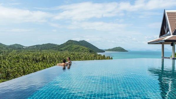 6 buitenzwembaden, gratis zwembadcabana's en parasols bij het zwembad