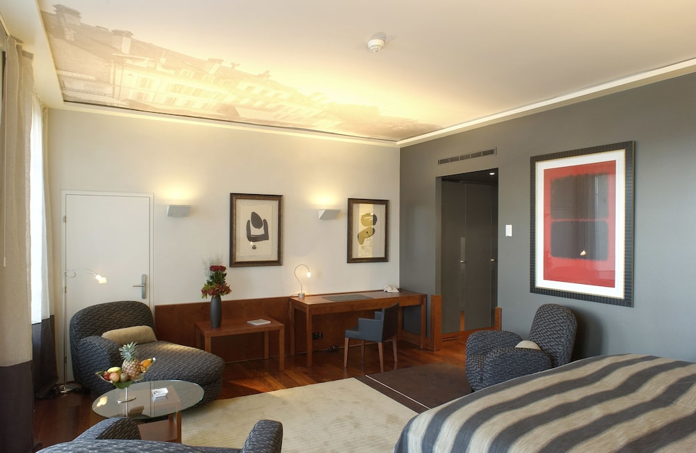 Room, Hotel Angleterre And Residence