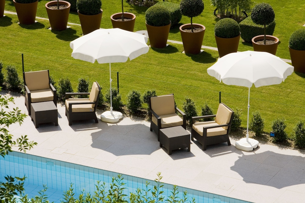 Outdoor Pool, Hotel Angleterre And Residence