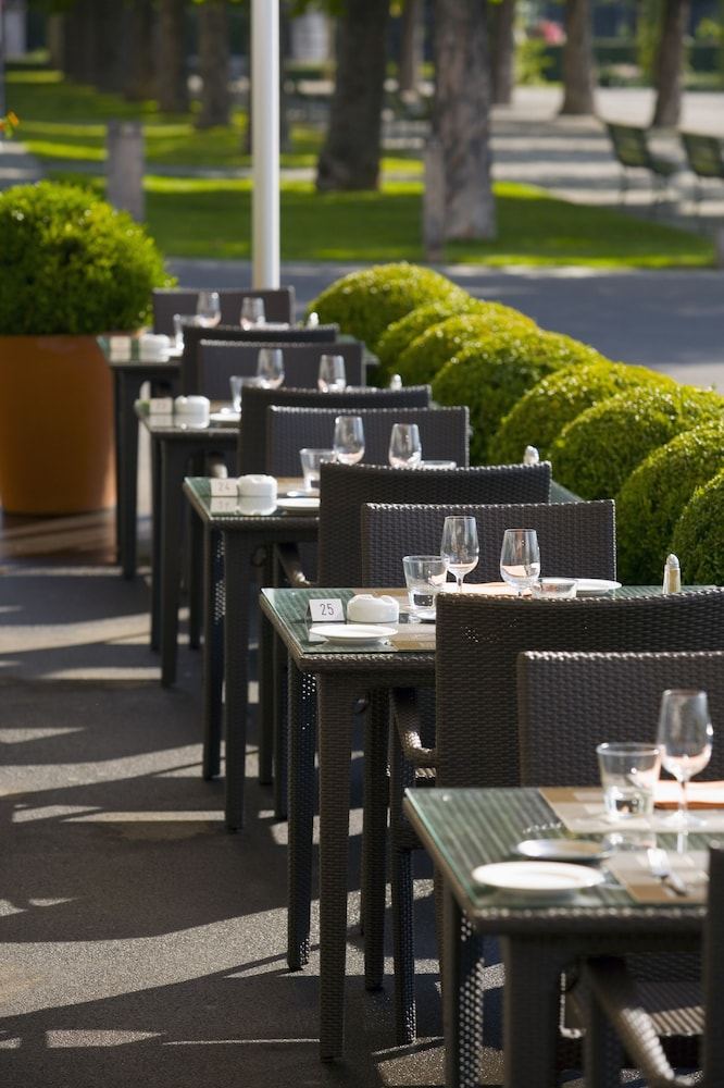 Outdoor Dining, Hotel Angleterre And Residence