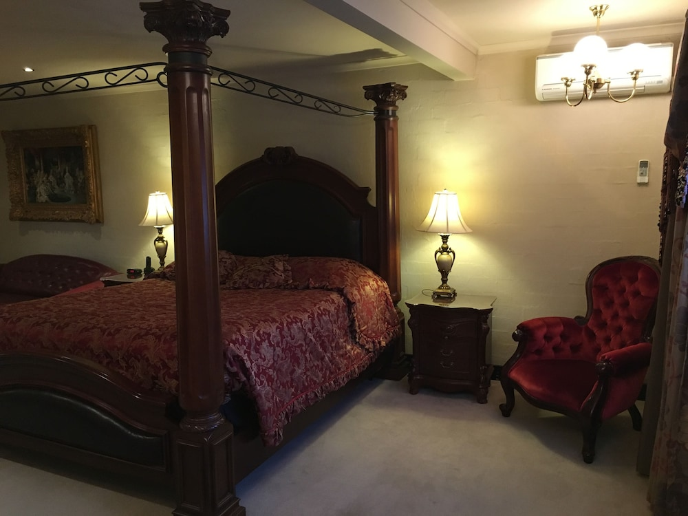 Room, Albury Manor House