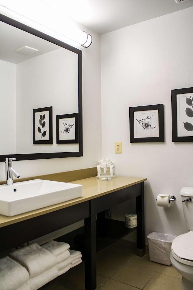 Bathroom, Country Inn & Suites by Radisson, Washington Dulles International Airport, VA