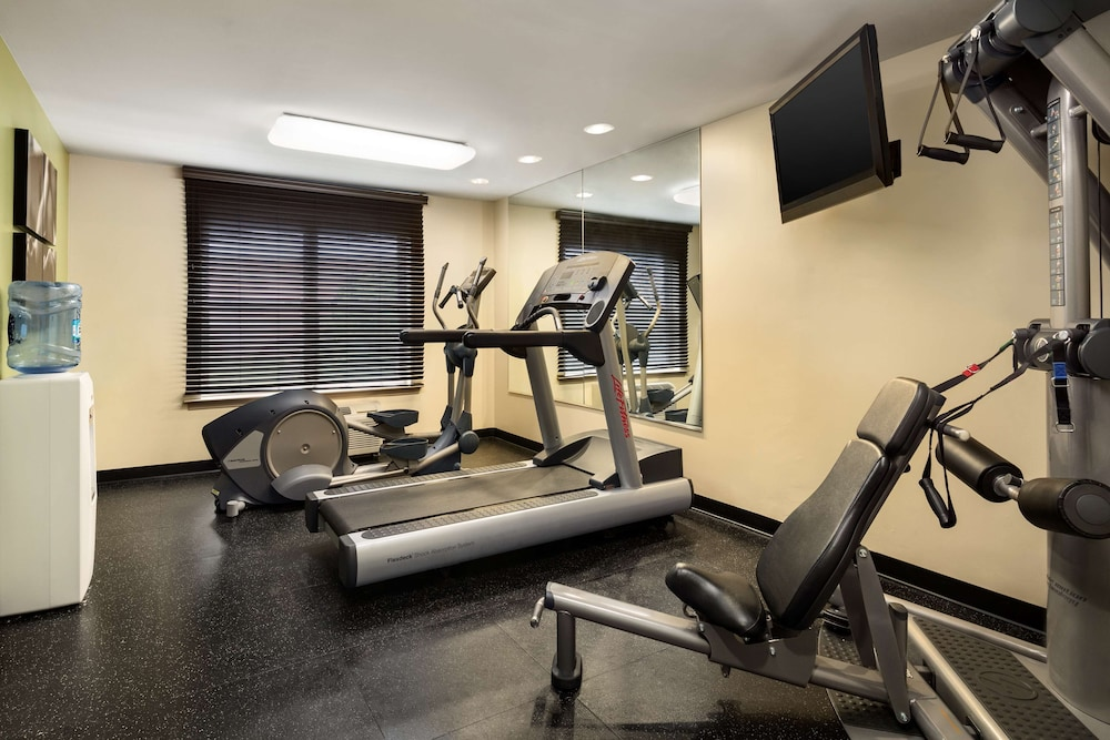 Fitness Facility, Country Inn & Suites by Radisson, Washington Dulles International Airport, VA