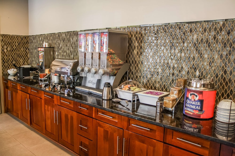 Breakfast Area, Country Inn & Suites by Radisson, Washington Dulles International Airport, VA
