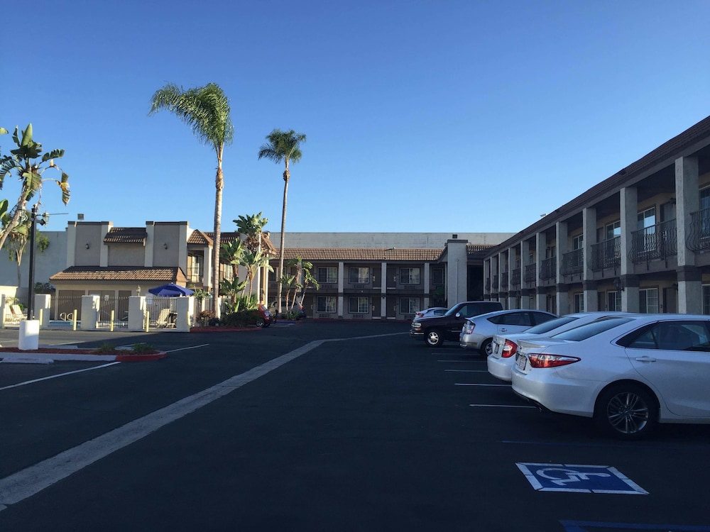 Anaheim express inn in orange county hotel rates for Hotels orange