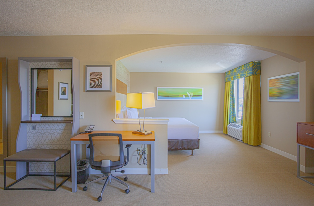 Room, Holiday Inn Express & Suites Houston North-Spring Area, an IHG Hotel