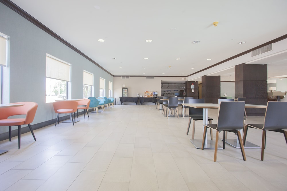 Dining, Holiday Inn Express & Suites Houston North-Spring Area, an IHG Hotel