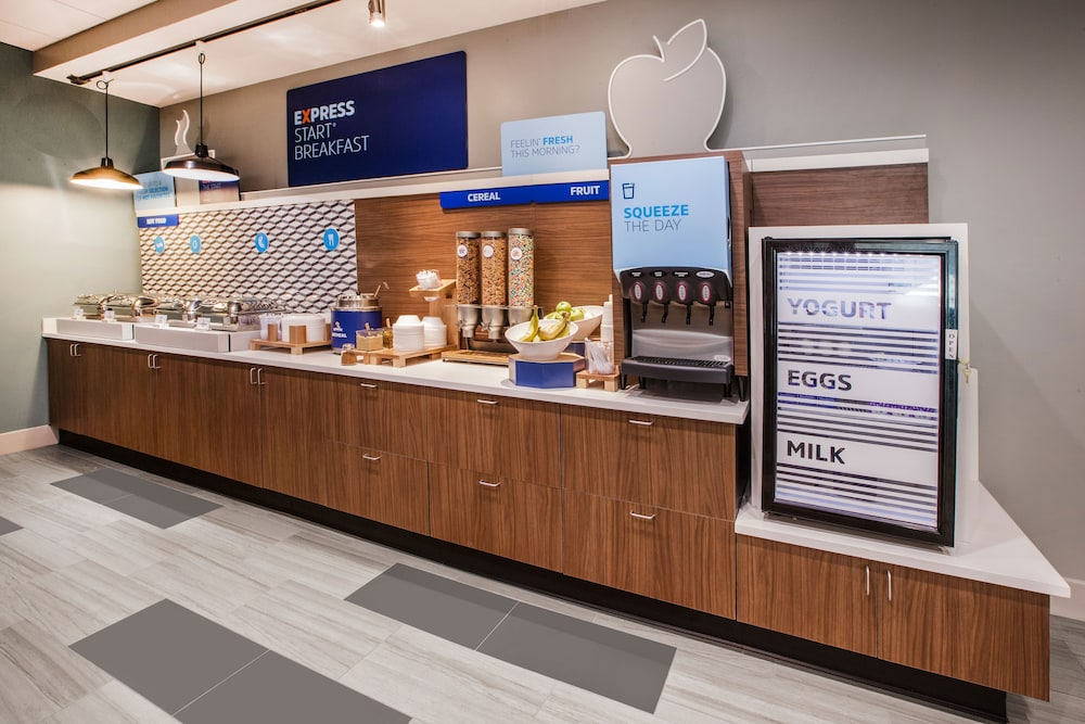 Breakfast Meal, Holiday Inn Express & Suites Houston North-Spring Area, an IHG Hotel